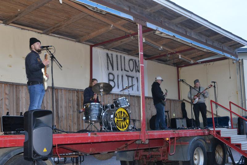 Reisjärvinen yhtye, Niilon Biitti soitti komeasti Minä en kiusaa -tapahtumassa.