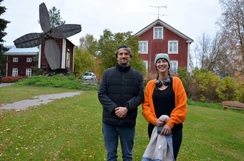 Puolalaiset Pawel Bakowski ja Joanna Synowiec ihastuivat Mäkiraonmäen värikkyyteen.