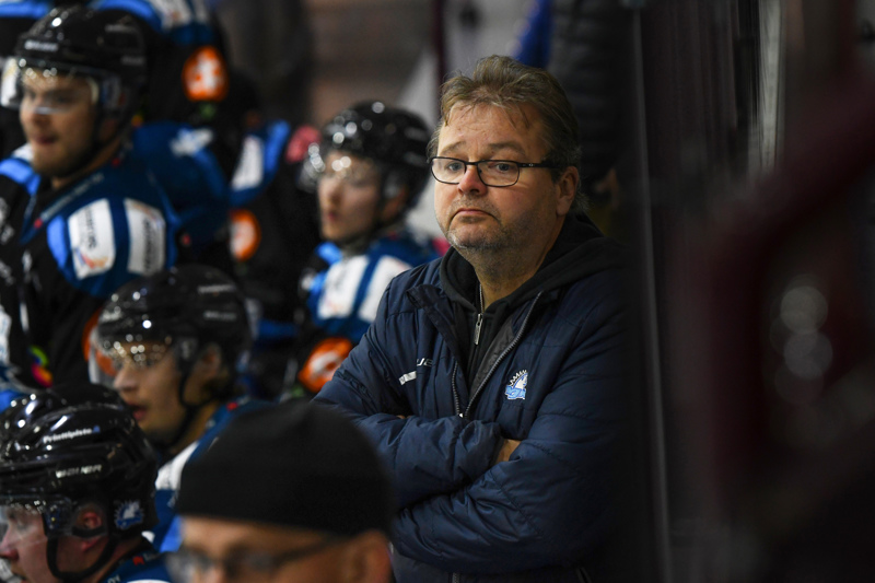 YJK:n valmentajana jatkava Pekka Palo nostaa joukkueensa vahvuudeksi kokemuksen.