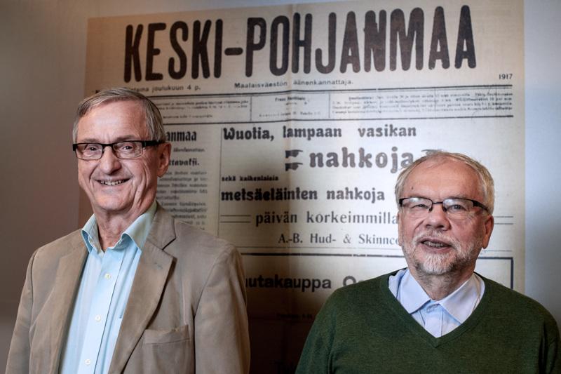 Myös kaustislaisen Kauppi Virkkalan (vas.) ja lohtajalaissyntyisen Hannu Pajunpään suvut ovat täynnä jännittäviä siirtolaistarinoita. Nyt he johtavat Keski-Pohjanmaan siirtolaisuustiedon keruuhanketta ja toivovat kaikkia tarinoita mukaan.
