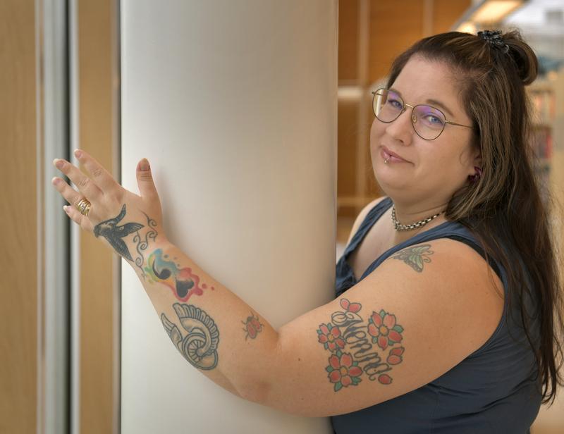 Terhi Elomaa näki lapsena kummisedällään muutaman pienen kuvan. Elomaa päätti, että hänkin haluaa jonain päivänä tatuointeja.