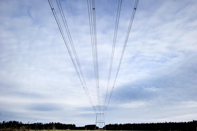 - Suomalaisilla ei ole mitään mahdollisuutta puuttua oman sähkönsä siirtokustannuksiin, Reijo Huhtala kirjoittaa.