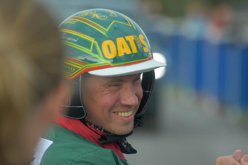 Ylivieskassa vaikuttava Jani Suonperä voitti vastikään amatööriohjastajien Suomen mestaruuden.
