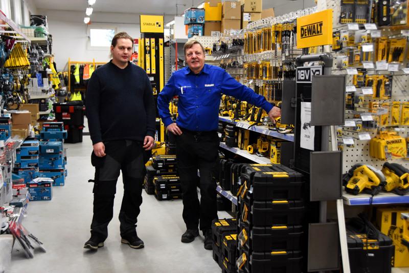 Laaksojen Raudan uusi yrittäjä Markus Tuovinen ja väistyvä yrittäjä Lauri Pappila tekevät tällä hetkellä tiiviistä yhteistyötä, jotta kaupan toiminta jatkuisi häiriöttä muutostilanteessa.