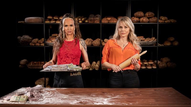 Ostaisitko näiltä naisilta käytetyn taikinajuuren? Bianca Kronlöf ja Helena af Sandeberg leipomo- ja rahanpesuyrittäjinä.