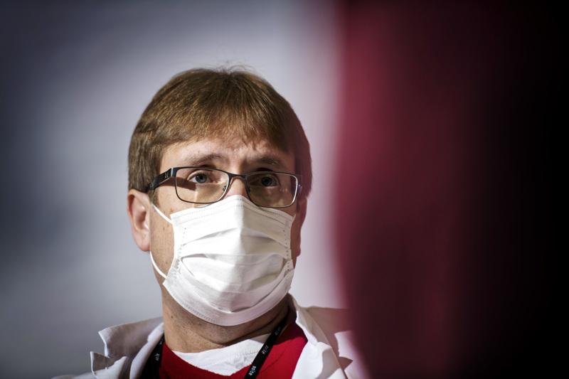 Infektioylilääkäri Marko Rahkonen sanoo, että Soitessa koronatilanne on tällä hetkellä jopa pahempi kuin toukokuussa. Hän muistuttaa rokottamisen merkityksestä ja terveen maalaisjärjen käytöstä. Hänen mukaansa jopa puolet tartunnoista on ehkäistävissä, kun sairaana pysytään kotona.