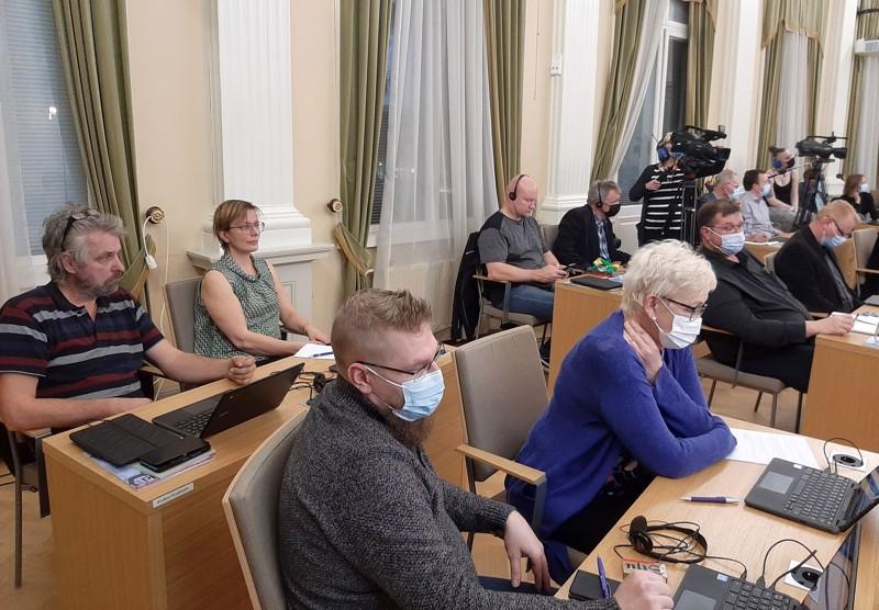 Stadionin takausasian pöydällepanoa kannattivat muun muassa vihreiden Anders Kronholm ja Hanna Palovuori, Pro Pietarsaaren Tuomo Palojärvi ja Helinä Sipinen sekä perussuomalaisten Raine Ahopelto ja Sami Laurila.