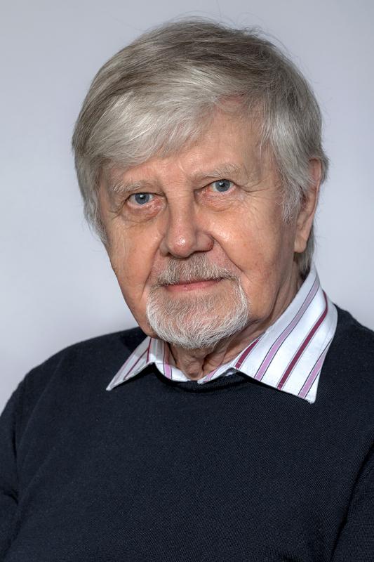 Kirjoittaja on kunnallisneuvos ja toiminut Haapavedellä valtuutettuna seitsemällä vuosikymmenellä.