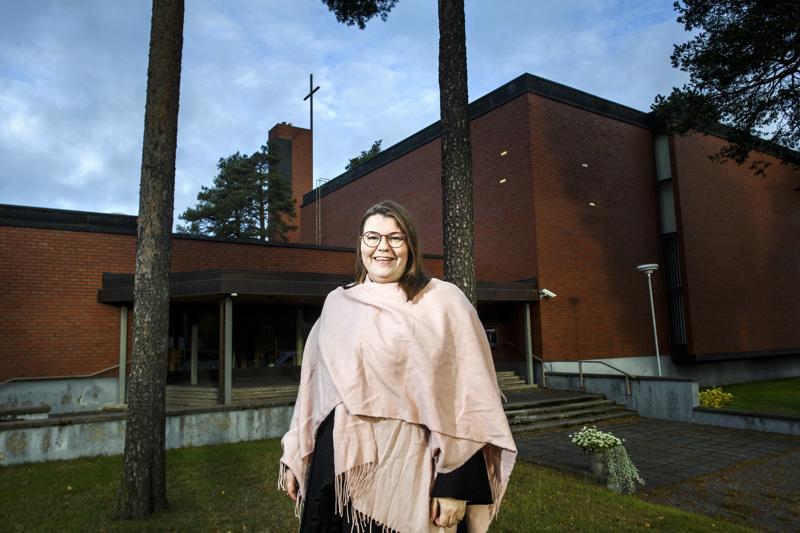 Kokkolan suomalaisen seurakunnan seurakuntaneuvosto teki viimein päätöksen valita Emilia Teerikankaan seurakunnan kappalaiseksi.