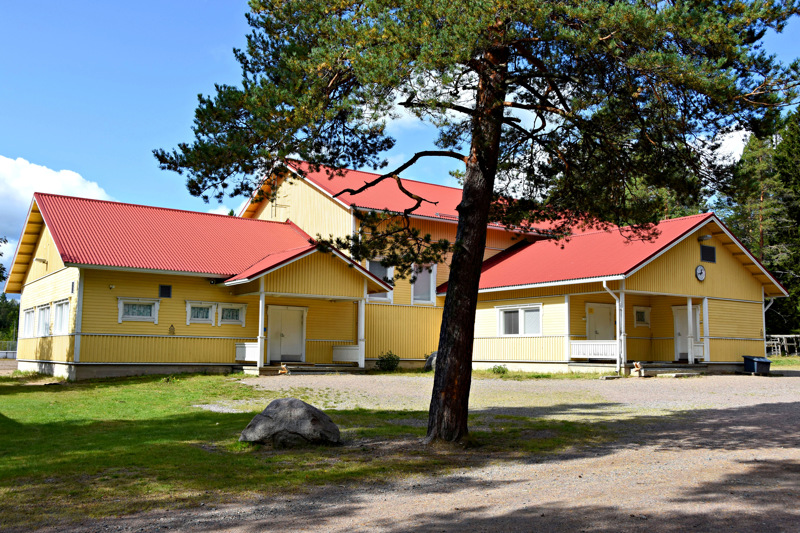 Vatjusjärven kyläläisten mielestä talkoilla tehdyn monitoimitalon kuuluu säilyä kyläläisten käytössä.