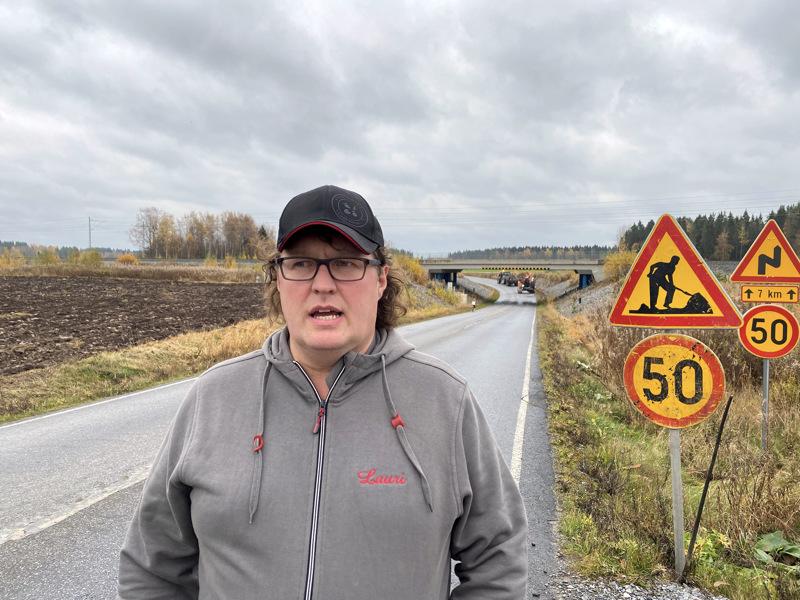 Lauri Juntunen muistaa hyvin onnettomuuden, jonka jälkeen tälle paikalle Kälviän Peltokorpeen saatiin alikulku.