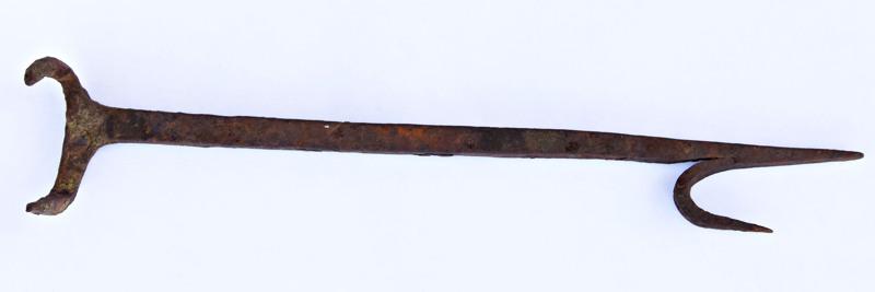Vanhan metalliesineen käyttötarkoitus kirvoitti kokojoukon arvailuja.