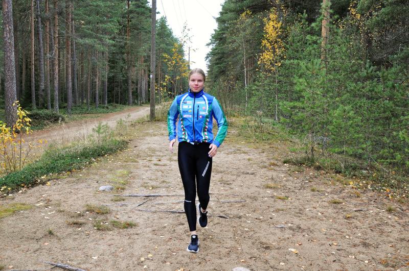 Liina Viitasaari treenaa usein maastossa ja metsäteillä.