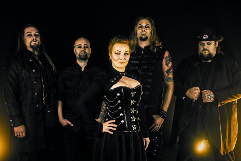 Memoira eli Niko Laaksonen (basso), Kimmo Puhakka (rummut), Annika Jalkanen (laulu), Hannu Lindholm (kitara) ja Lassi Nuolivaara (syntikat ja piano).