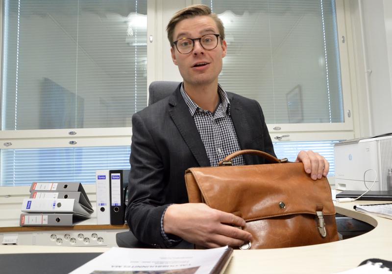 Ylivieskan kaupungin talousjohtaja Joonas Yliluoma ottaa hoitaakseen Ylivieskan teknologiakylä YTEKin toimitusjohtajan tehtävät.