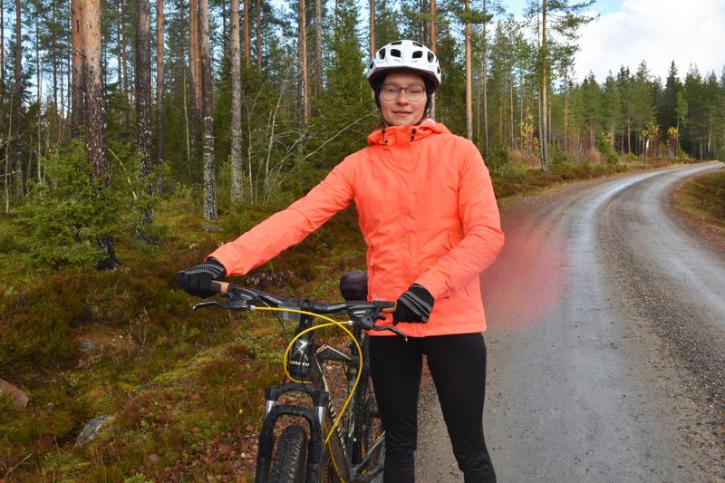 Leppiojalla asuvalla Kaisa Laitilalla harrastuspaikat ovat lähellä. Mukavalle pyörälenkille voi polkaista vaikka suoraan kotipihasta tai hyödyntää Aakonvuoren uutta maastopyörärataa.