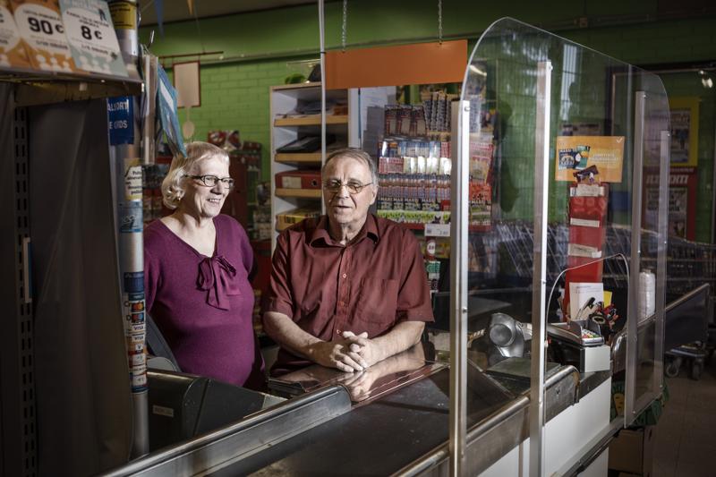 Riitta ja Erkki Himanka ovat päättäneet jäädä viimeistään ensi keväänä eläkkeelle. Sitä ennen pitäisi Sievin Asemakylällä sijaitsevalle kyläkaupalle löytää jatkaja, jotta kylällä säilyisi kauppa.