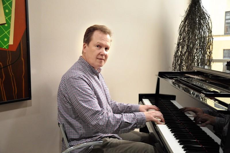 Kansanmusiikin vaikutteet ovat aina läsnä, kun Pasi Porvari tekee omaa musiikkia. Kuuntelijana hän on kaikkiruokainen.