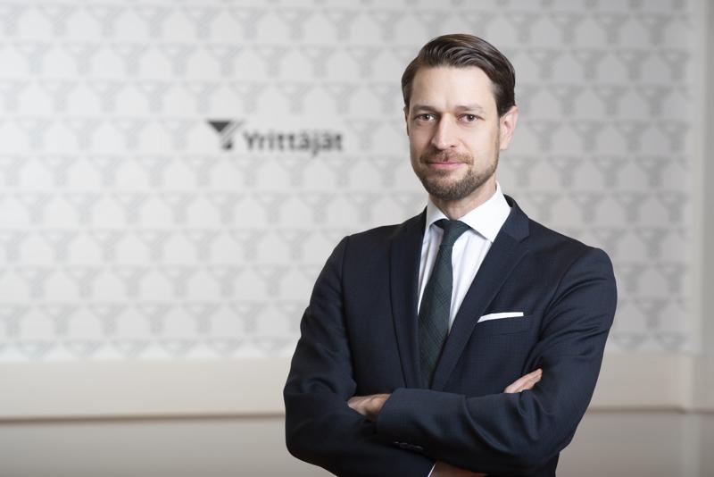Suomen Yrittäjien Albert Mäkelä sanoo, että kilpailukieltouudistukseen jäi useita ongelmakohtia.