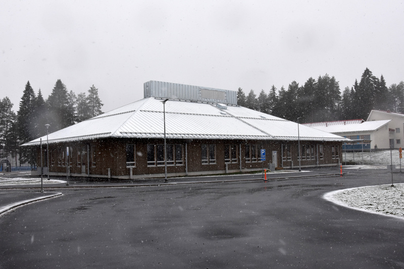 Kirkonkylän koulukuljetusliikenne siirtyy syysloman jälkeen uuden Herman Ojalan koulun taakse Toholammilla.