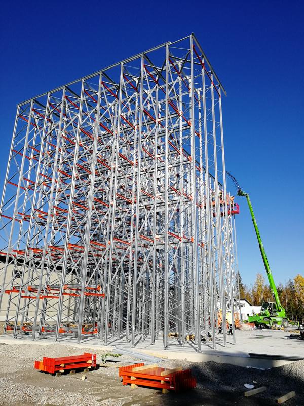 Kovasat Oy rakentaa parasta aikaa uutta Finn Spring Oy:n automaattivarastoa Härkänevan tehtaan yhteyteen.