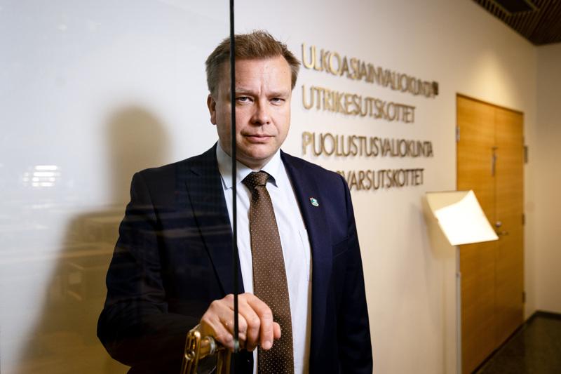 Puolustusministeri Antti Kaikkonen (kesk.) tapasi maanantaina Suomessa vierailleen Naton pääsihteerin Jens Stoltenbergin. Itämeren alueen turvallisuus oli keskustelun aiheena Santahaminan varuskunnassa.