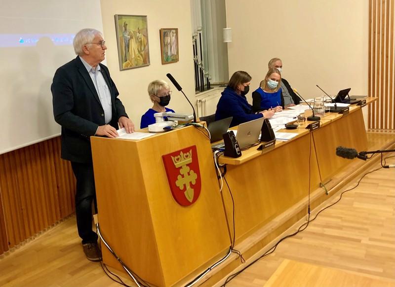 Pro Kruunupyyn valtuutettu Tapani Myllymäki puhui kansanäänestyksen järjestämisen puolesta, mutta se ei auttanut. Kansanäänestystä ei järjestetä toistaiseksi.