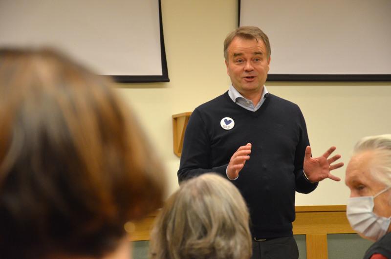 Suoraan Kauhavan kaupunginhallituksesta. Kokoomuksen kansanedustaja Janne Sankelo vieraili Kannuksessa maanantaina.