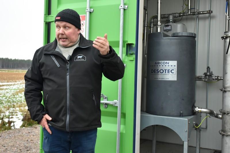 Investointi kannatti. Ilpo Wennström on tyytyväinen biokaasulaitoksen toimintaan ja suunnittelee toisen laitoksen perustamista.