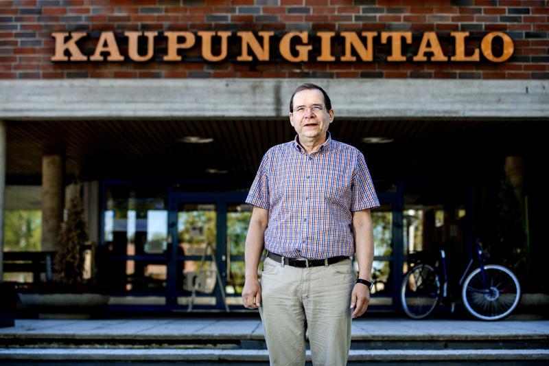 Haapajärven kaupunginjohtajan Juha Uusivirran mukaan kaupungissa etsitään parhaillaan uusia säästökohteita talouden tasapainottamiseksi.