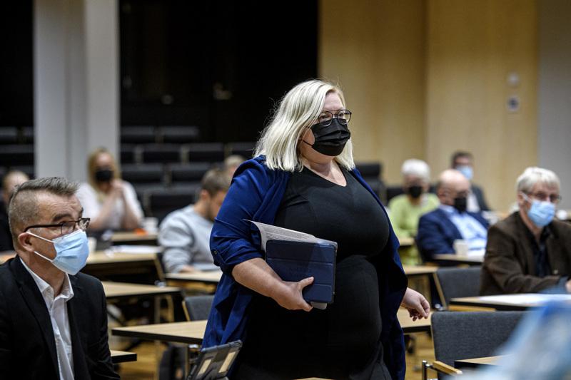 Tiina Isotalus valittiin vaalien jälkeen Kokkolan kaupunginvaltuuston puheenjohtajaksi.