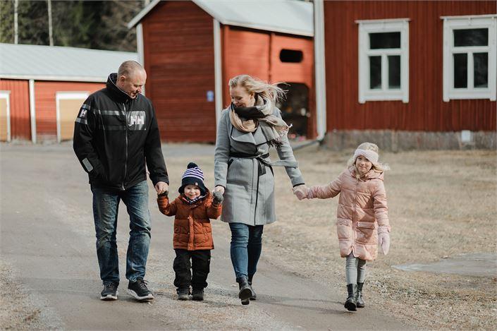 Linda ja Kalle Antus arvostavat myös sitä, miten paljon LähiTapiola on mukana tukemassa erilaisia paikallista yhteisöjä.