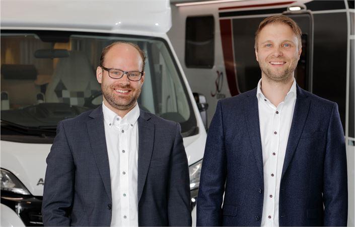 Janne Luokkala ja Antti Tokola ovat tehneet yhteensä jo useita tuhansia matkailuajoneuvokauppoja.