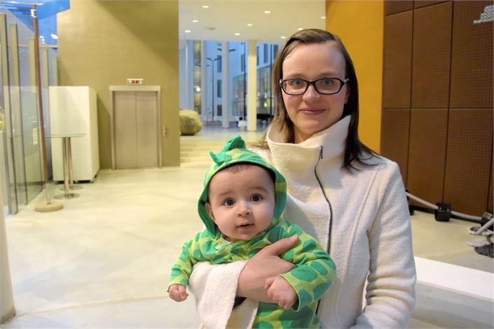 Laura Palovuori on kuvannut lapsiperheen arkea Ruotsissa ja Jordaniassa. Kotimaan lomareissussa mukana puolivuotias Zakaria. Kuva: Pentti Höri