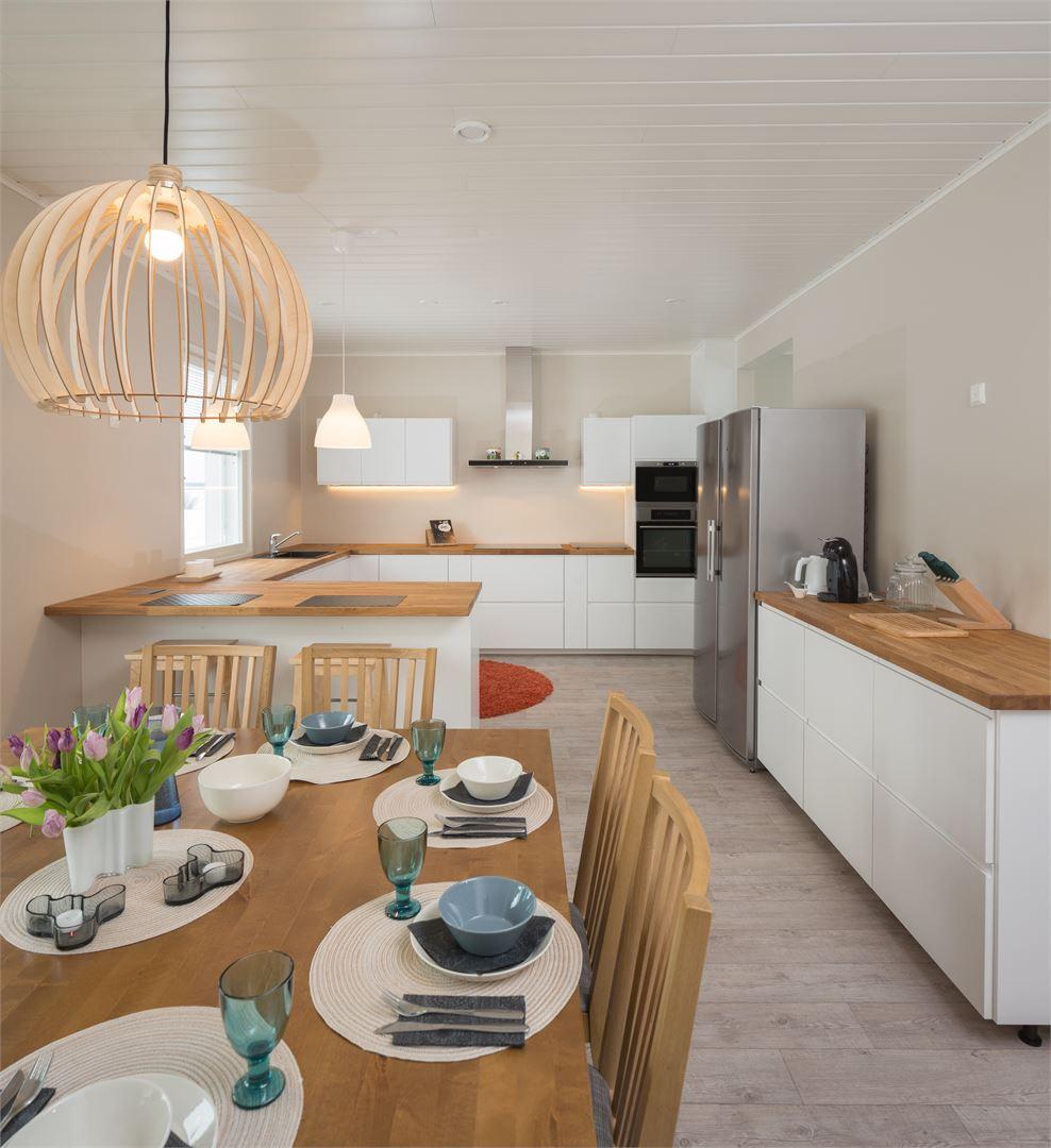 Värivalinnoilla ja pintamateriaaleilla voidaan vaikuttaa kodin ilmeeseen. Kuvat: Jaakko Niemelä.