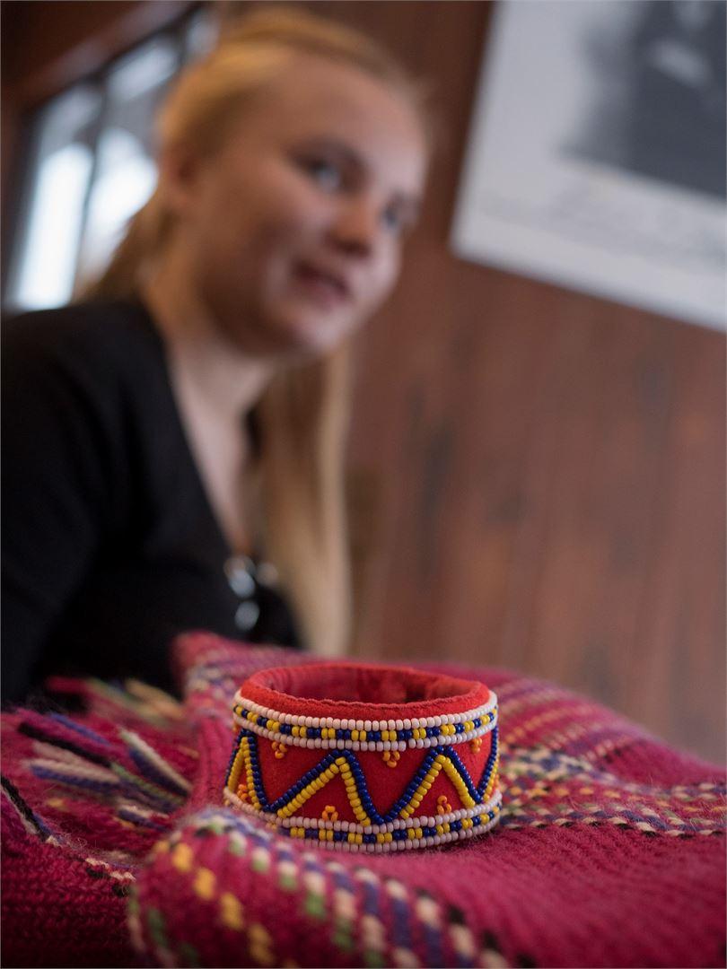 Saamelaiset käsityöt ovat lähellä Maria Mäkisen sydäntä.