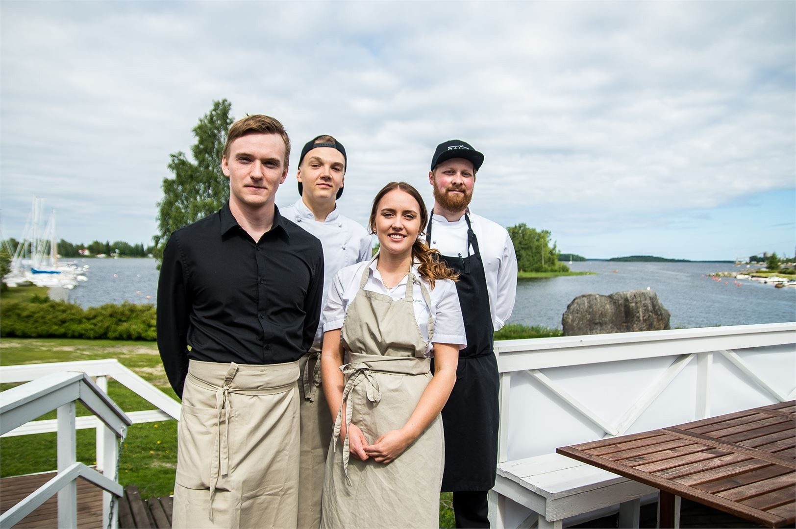 Kesäravintola Paviksen terassilta aukeaa upea maisema.