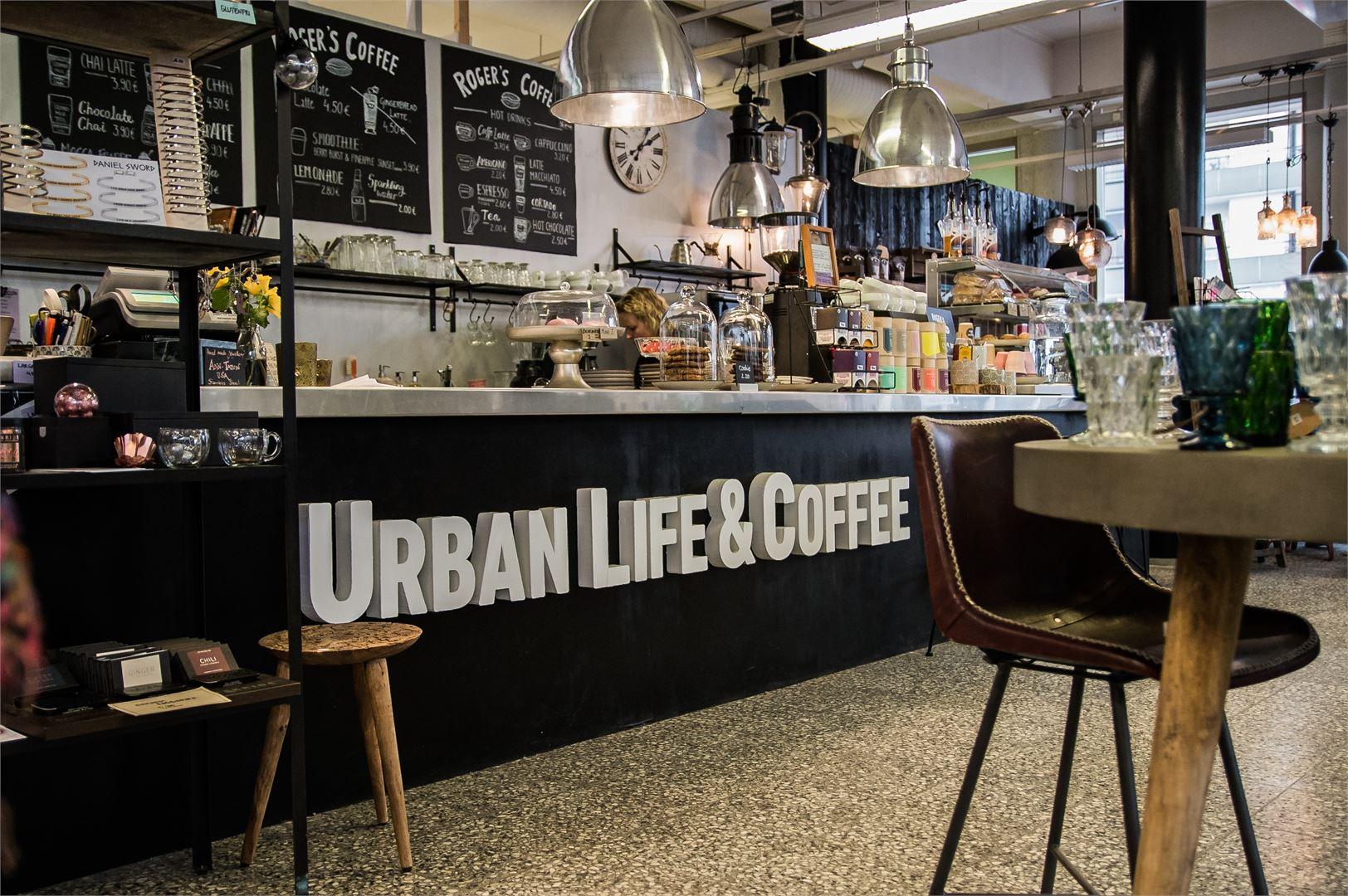Urban Life & Coffee yhdistää kahvilan ja sisustusliikkeen.
