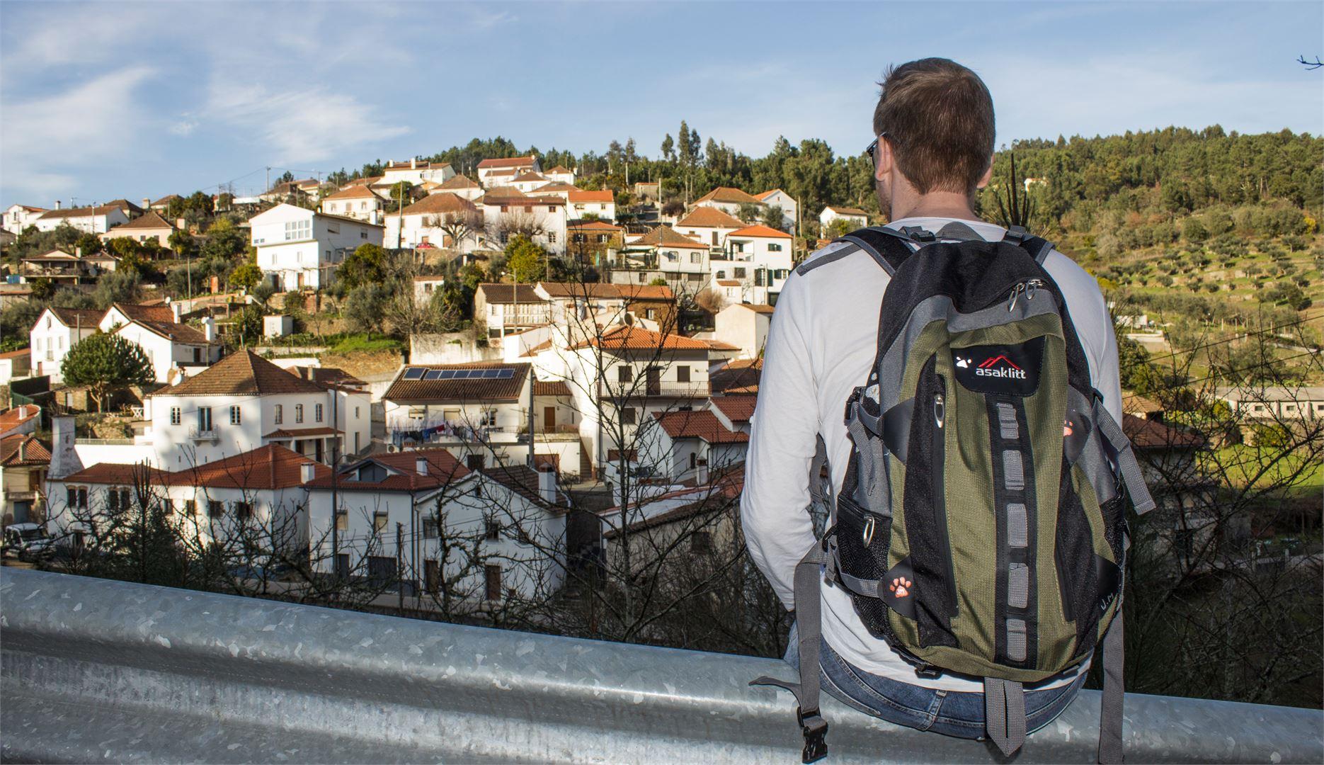 Tutustuminen Portugaliin onnistui myös kävellen. Tässä ollaan kävelyretkellä Vinhossa.