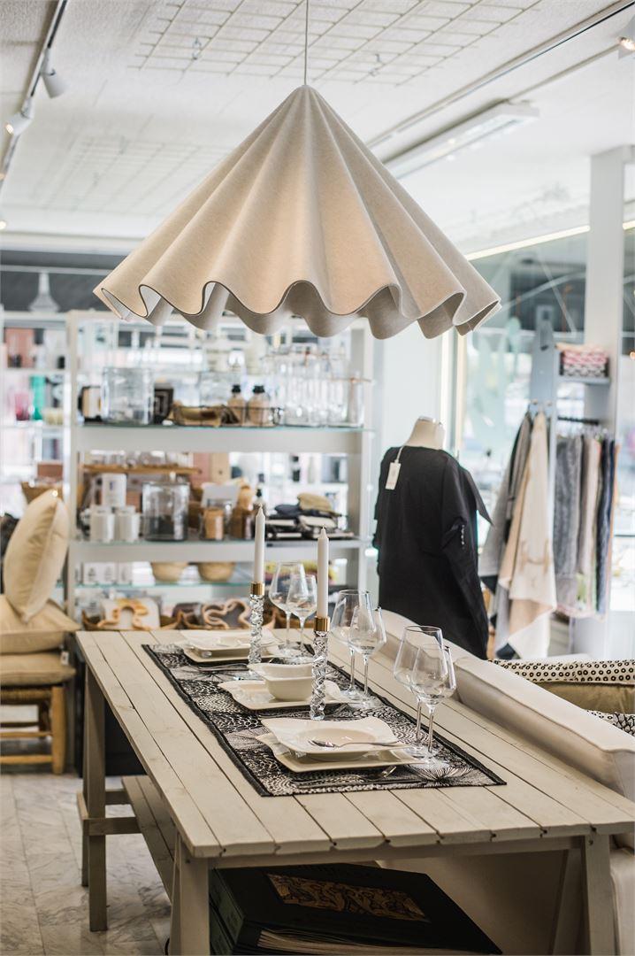 Lenas Shopin valikoimasta löytyy sekä heidän omia tuotteitaan että tunnettuja tuotemerkkejä.