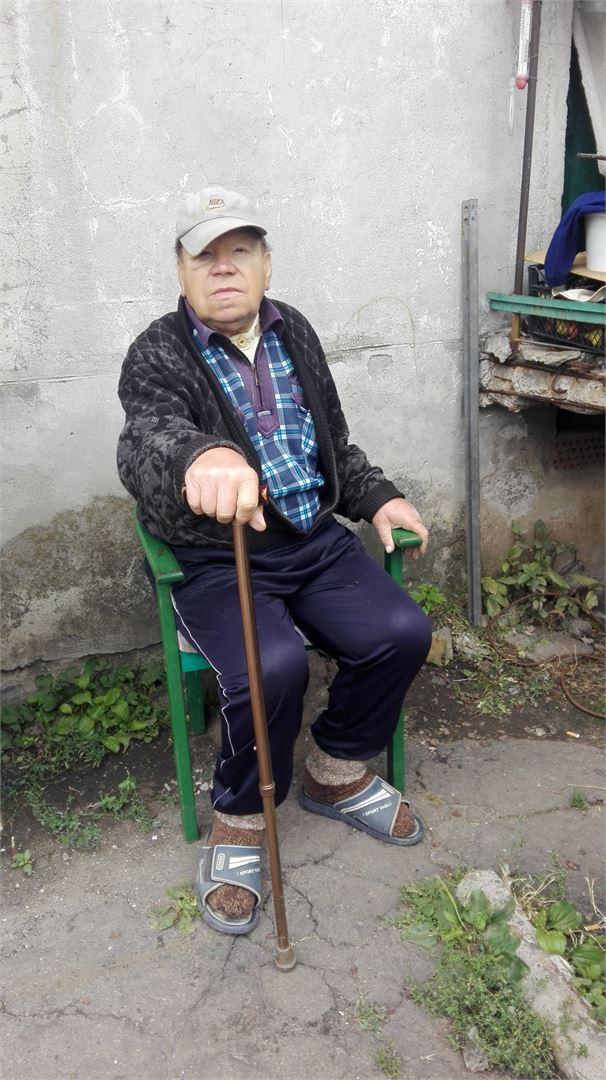 Человек на фотографии - ликвидатор Чернобыля.